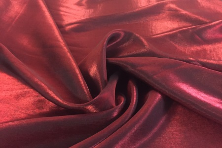 Satin changeant rouge bordeaux